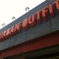 5/28/2012 tarihinde Drew G.ziyaretçi tarafından Urban Outfitters'de çekilen fotoğraf