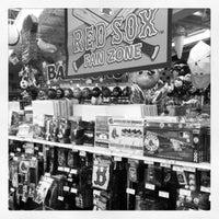 Снимок сделан в Party City (West Roxbury) пользователем Kristin B. 4/20/2012
