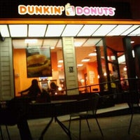 Photo taken at Dunkin' Donuts/ Baskin (31) Robbins by Wens V. on 3/23/2012