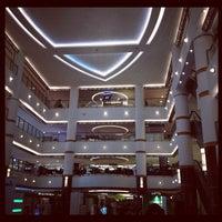 Photo prise au Bangsar Shopping Centre par Eyrique G. le8/20/2012