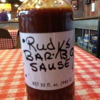 Foto tirada no(a) Rudy's Country Store & Bar-B-Q por Ramon C. em 4/5/2012