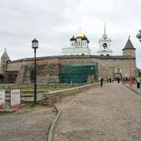Снимок сделан в Псковский Кром (Кремль) / Pskov Krom (Kremlin) пользователем Sergey S. 5/26/2012