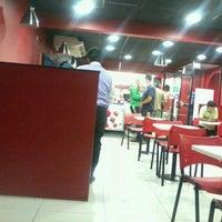 Foto tomada en Telepizza por Helena D. el 2/6/2012