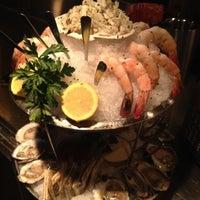 Das Foto wurde bei Eddie V's Prime Seafood von Jennifer P. am 9/6/2012 aufgenommen