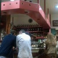 Foto tomada en Bar 2 Puertas por Reberb BC el 6/21/2012