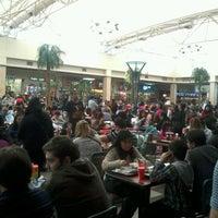 Foto tomada en Patio de Comidas Mall Florida Center por Bastián G. el 8/5/2012