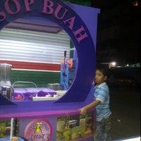 Photo taken at Sop Buah Semut'z by Ani A. on 6/11/2012