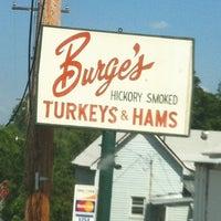 Photo taken at Burge's Hickory Smoked Turkeys And Hams by Toj Wess on 7/4/2012