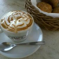 Foto diambil di Fran's Café oleh Tatiana pada 8/11/2012