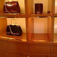 Das Foto wurde bei Louis Vuitton von Amanda C. am 5/9/2012 aufgenommen