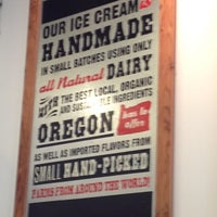 Foto tirada no(a) Salt & Straw por Tiffany N. em 8/22/2012