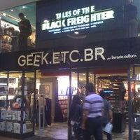 Photo taken at Geek.Etc.Br by Luana M. on 4/28/2012