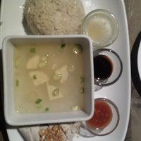 Foto tirada no(a) KOI Restaurant & Gallery por Michelle Y. em 9/1/2012