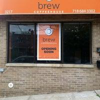 Foto tirada no(a) Brew Coffee House por Liz T. em 5/31/2012