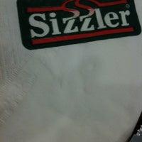 Photo taken at Sizzler by Tikumpond C. on 9/13/2012