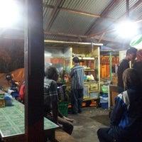Photo taken at Nasi goreng cak to by Faried S. on 8/23/2012