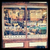 5/1/2012 tarihinde Manny C.ziyaretçi tarafından Di Bruno Bros.'de çekilen fotoğraf