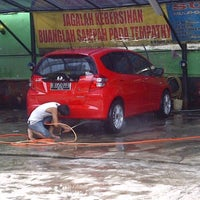 Photo taken at Suranta Jaya Car Wash by Mukti I. on 4/1/2012