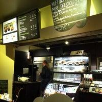 รูปภาพถ่ายที่ Starbucks โดย Katerina💠 เมื่อ 3/30/2012