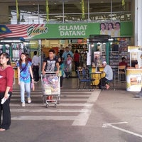 Photo taken at Giant Hypermarket by leong bunny on 7/21/2012