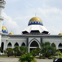 Photo taken at Masjid Kolej Islam Pahang Sultan Ahmad Shah by Saniah Mahmood on 9/1/2012