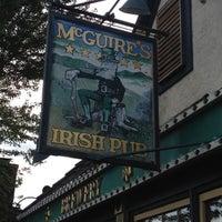 Das Foto wurde bei McGuire's Irish Pub von Scott F. am 7/26/2012 aufgenommen