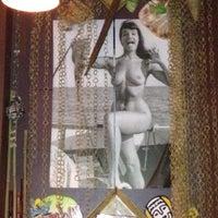 9/7/2012 tarihinde Oleg G.ziyaretçi tarafından Navy Jerry's Rum Bar'de çekilen fotoğraf