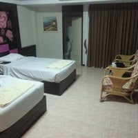Photo taken at โรงแรมรื่นรมย์ by Tanach B. on 8/19/2012