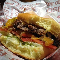 Photo taken at Red Robin Gourmet Burgers by Gilberto on 9/5/2012