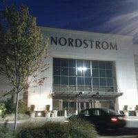 Foto diambil di Nordstrom Tacoma Mall oleh Captain B. pada 7/13/2012