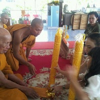 Photo taken at วัดรังษีสุทธาวาส (วัดไร่กล้วย) by rungrat on 8/3/2012