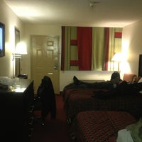 Photo taken at Red Roof Inn Ann Arbor - University of Michigan South by SQuba S. on 3/3/2012