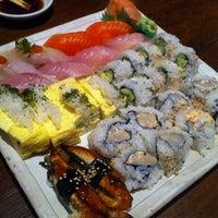 Foto tomada en Sushi Sake por Eun Ji L. el 4/18/2012