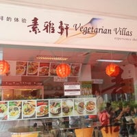 Photo taken at Vegetarian Villas 素雅轩 by Joo Song E. on 8/5/2012