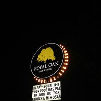 Foto tomada en Royal Oak Bar and Grill por Laura A. el 8/5/2012