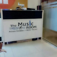 Photo taken at The Music Room by Taksarun K. on 3/13/2012