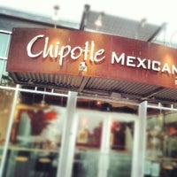 Das Foto wurde bei Chipotle Mexican Grill von Dustin B. am 7/28/2012 aufgenommen