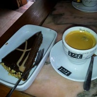 Снимок сделан в Cafe Bressan пользователем Can Saro B. 1/25/2012