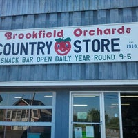 Photo taken at Brookfield Orchard by Jeff P. on 8/22/2011