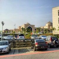 Photo taken at Mahkamah Syariah Wilayah Persekutuan by Irwan A. on 8/1/2012