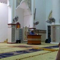 Photo taken at Masjid al-Khalifah by Termizi S. on 12/24/2011