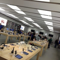 Photo taken at Apple Polaris Fashion Place by JR S. on 11/19/2011