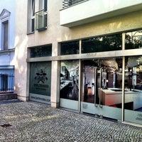 Das Foto wurde bei BERLINRODEO interior concepts GmbH von Elliot v. am 7/16/2011 aufgenommen
