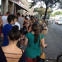 Photo taken at Mustafas Gemüse Kebap by Zeynep E. on 8/18/2012