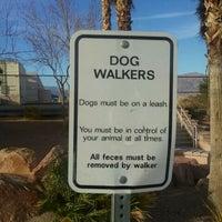 Foto tirada no(a) Centennial Hills Dog Park por Brent C. em 3/12/2011
