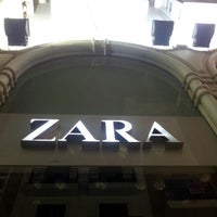 Foto tomada en Zara por Jose C. el 7/22/2012