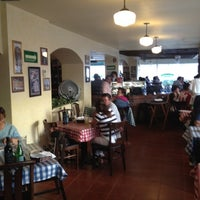 Photo taken at Italianni's Pasta, Pizza & Vino by Andres M. on 11/21/2011
