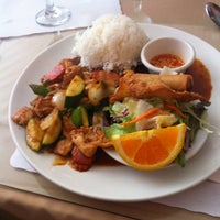 Photo taken at Amarin Thai Restaurant by Daisuke T. on 8/11/2011