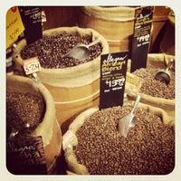 Foto tomada en Whole Foods Market por Joseph G. el 3/30/2012