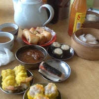 Photo taken at Restaurant Ful Lai Dim Sum (富涞饱饺点心茶楼) by Elaine T. on 8/3/2012